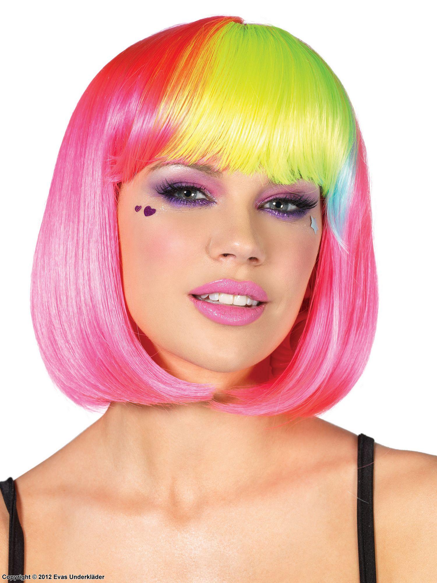 Kort peruk med flerfärgad lugg